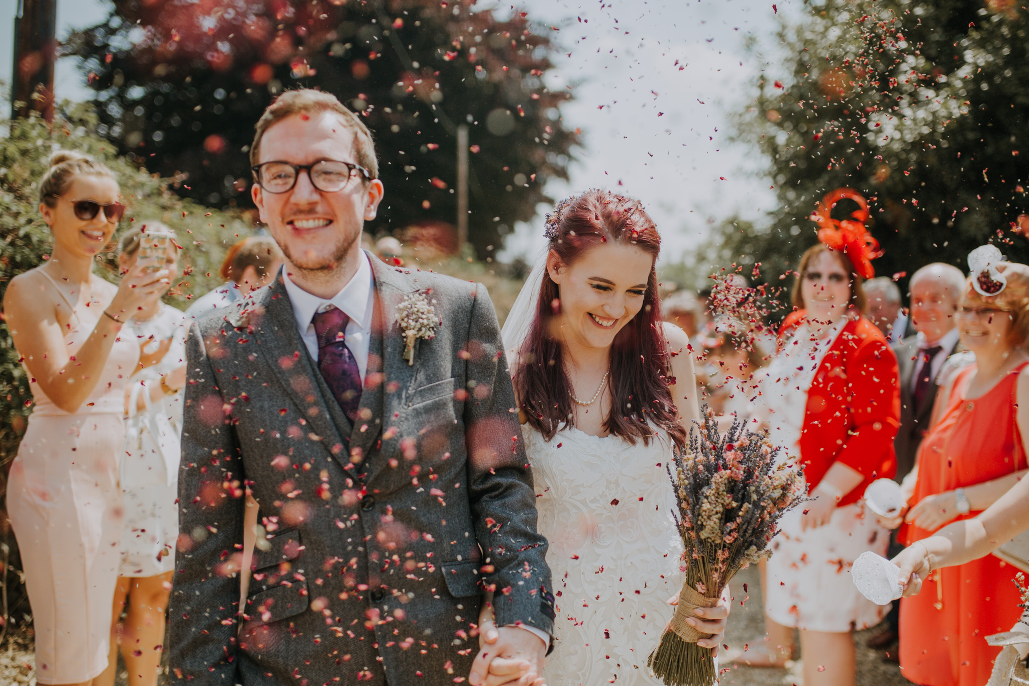 guests throw confetti on the wedding day