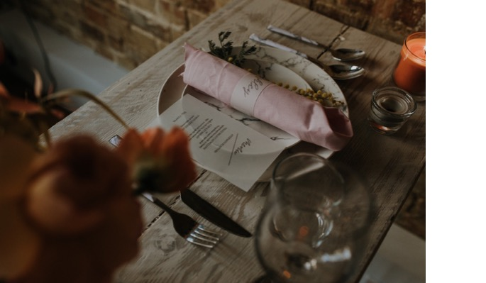 table setting place